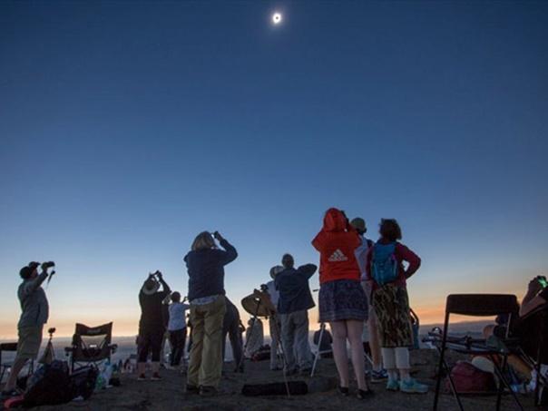 Спектакуларно тотално помрачење Сунца у Чилеу и Аргентини