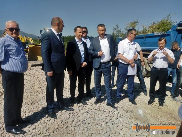 Почела изградња западне обилазнице: Директор Путева РС обећао и реконструкцију пута Требиње - Љубиње