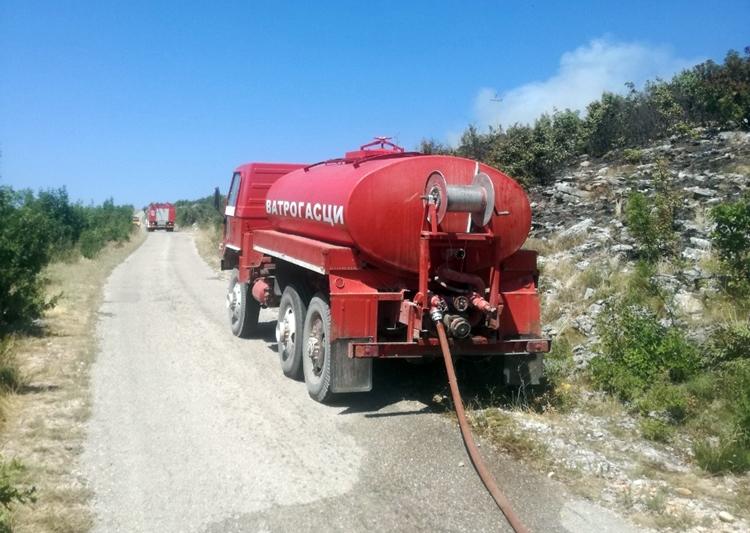 Пожар на брду Кличањ и даље активан