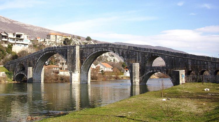 Мост од камена са дна мора