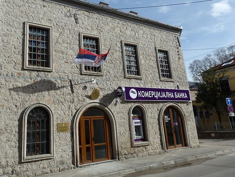 Влада Србије стипендира Србе у региону