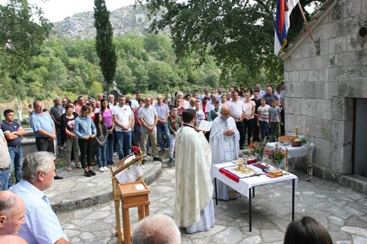 Црква у Шћеници прославља крсну славу