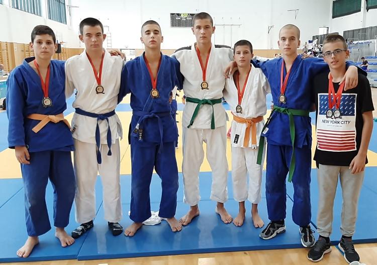 judo-2.jpg (210 KB)