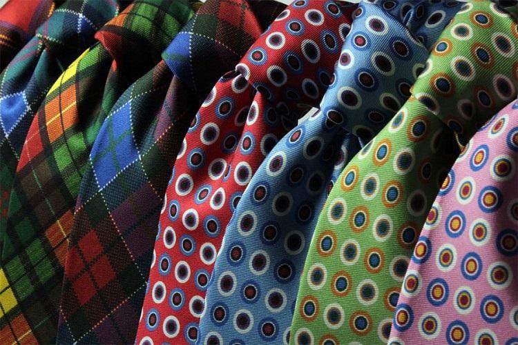 Свјетски дан кравате, осам начина КАКО ЈЕ ПРАВИЛНО ЗАВЕЗАТИ (ВИДЕО)