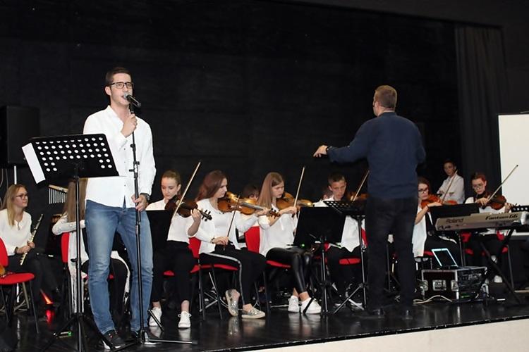 Требињски гимназијалци подарили Невесињцима прелијепо музичко вече