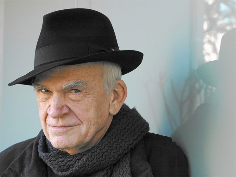 Милану Кундери након 40 година враћено чешко држављанство