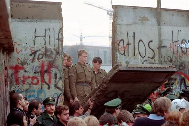 Tri decenije od pada Berlinskog zida: Dan kad je srušena