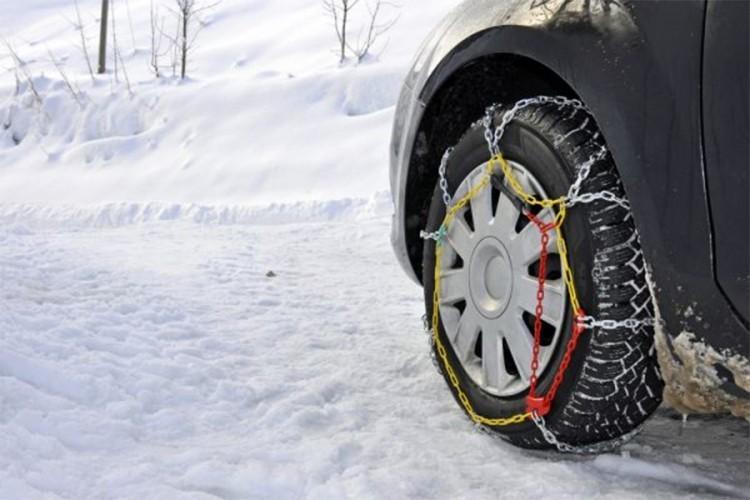 Од данас неопходна зимска опрема: Колика је казна ако је немате