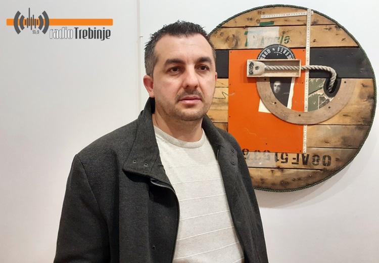 """""""КРУГОВИ"""" Драгана Батинића представљени требињској публици"""
