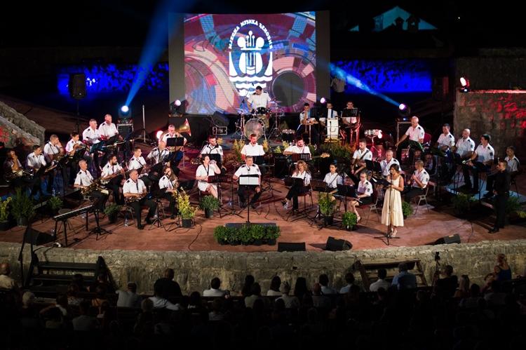 На Тргу слободе вечерас (21:00) концерт оркестра Мјесне музике из Ђеновића (ВИДЕО)