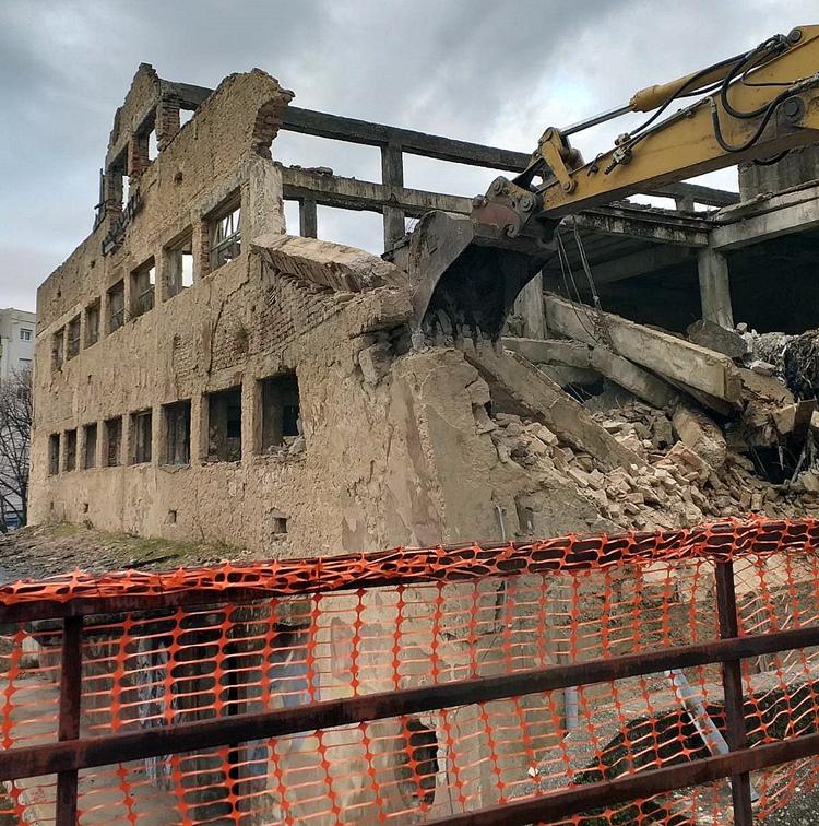 "FOTO: Počelo rušenje zgrade ""Novoteksa"""
