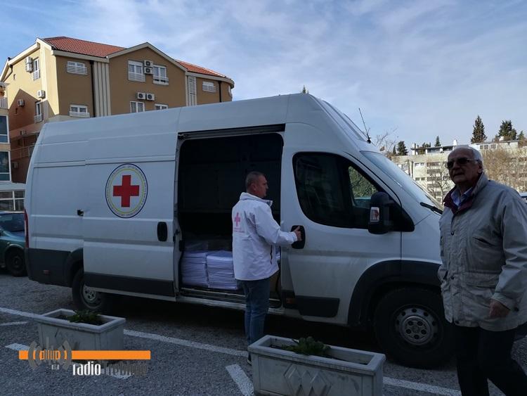 Црвени крст донирао постељину Болници Требиње