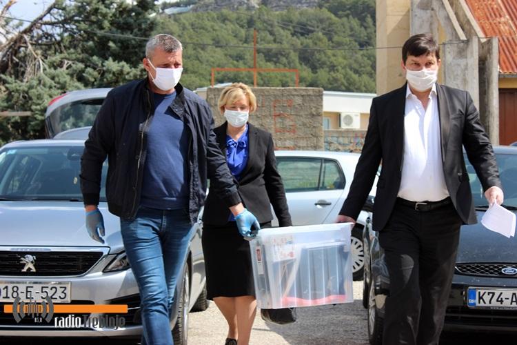 Uručen respirator, donacija hercegovačkog kneza Rodoljuba Draškovića