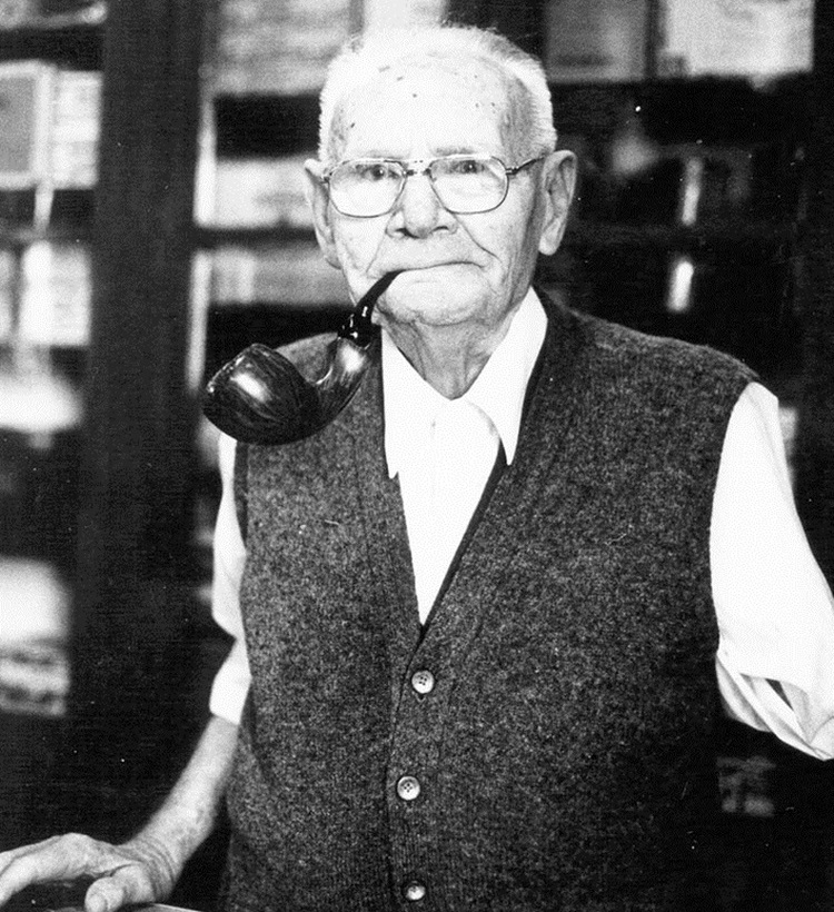 Jakov Novčić u svojoj trgovini u San Francisku.jpg (267 KB)