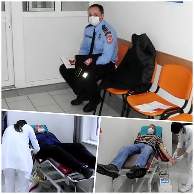 policija-daruje-krv.jpg (135 KB)