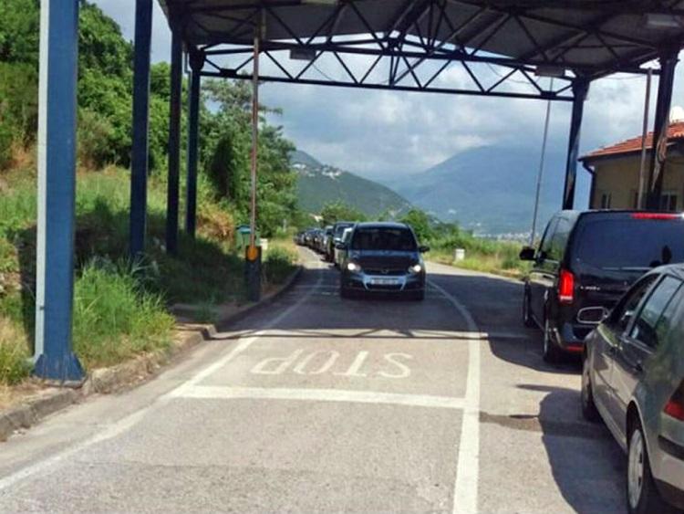 Црна Гора: Од поноћи се отварају сви путни гранични прелази