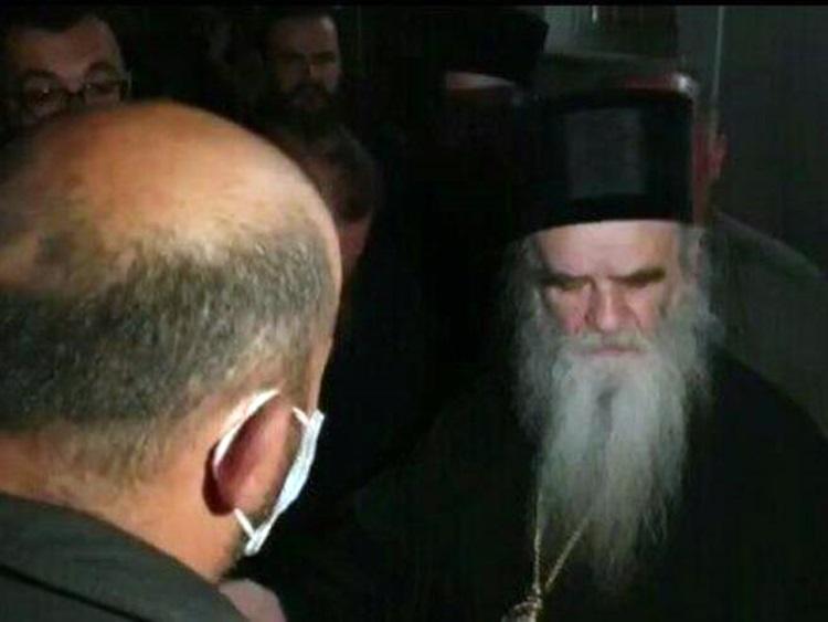 Никшићка полиција привела владику Јоаникија и седам свештеника