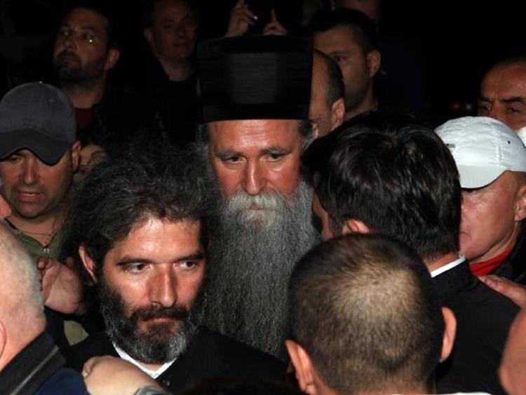 Први снимци и фотографије владике Јоаникија након пуштања из притвора