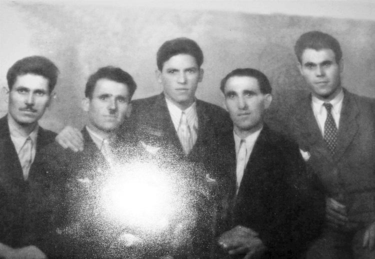 Posljednja uspomena iz 1947  - pet braće Vujovićža.JPG (147 KB)