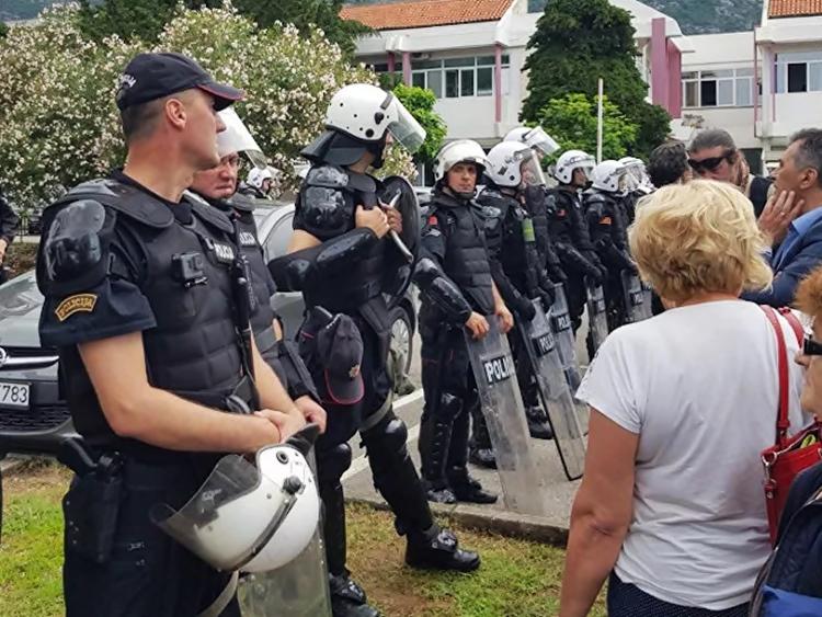 Опсада Будве - специјалци и полиција на свакој раскрсници, напето у центру града