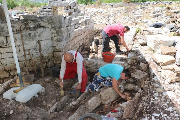 Археолошка истраживања цркве: Пронађени гробови на гробовима