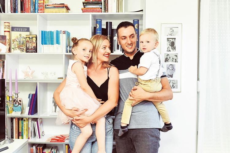 Са супругом и дјецом