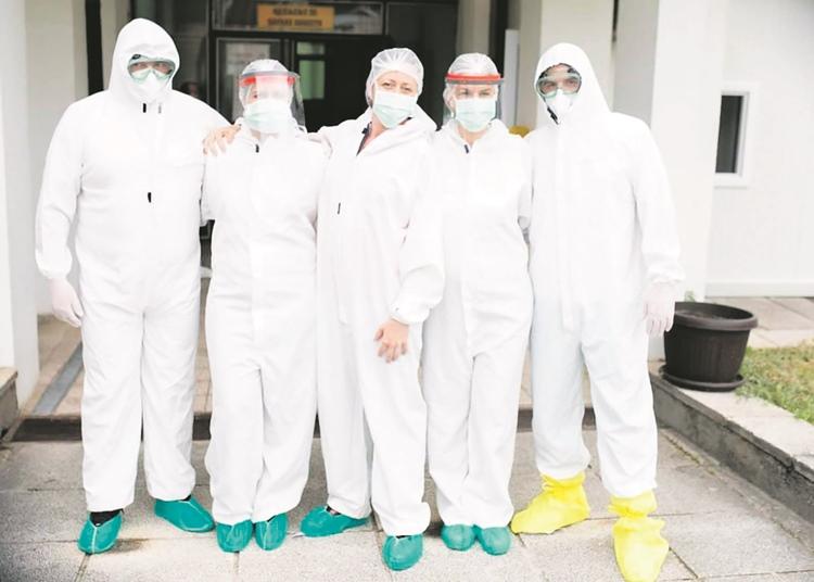 Anesteziološki tim Covid odjeljena trebinjske Bolnice, Petra sa kolegama, timski rad na nivou.JPG (107 KB)