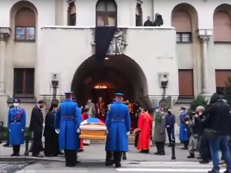 Припадници Гарде пренијели тијело блажнопочившег патријарха у Саборни храм