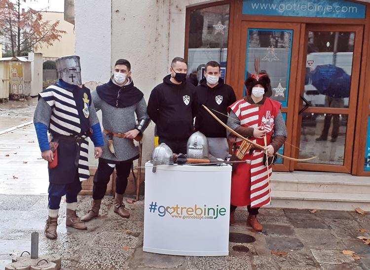 """Удружење грађана """"РУСАГ"""" представило мачеве и оклопе из средњовјековне Босне"""