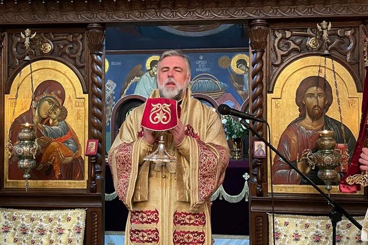 Vladika Grigorije usred liturgije saznao da mu je umrla majka